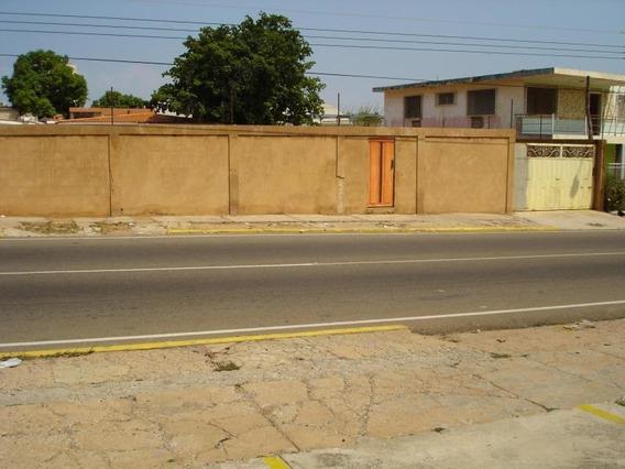 Townhouse En Venta. La Paraíso. Mls 19-5544.