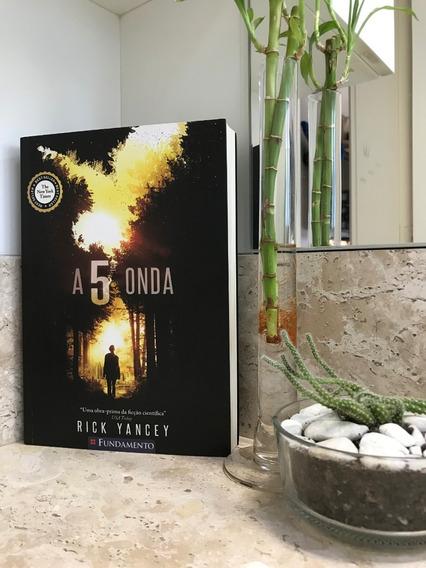 Livro A Quinta Onda De Rick Yancey (capa Original)