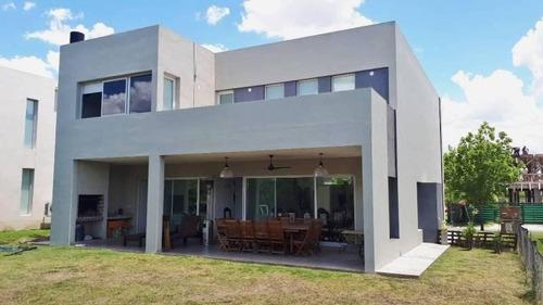 Moderna Casa, Jardín Con Piscina - Los Alisos, Nordelta