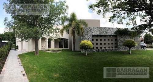 Casa En Venta Y Renta Con Vista Espectacular Al Fairway Y Lago En Hacienda El Campanario Queretaro