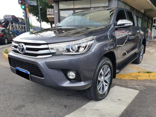 Toyota Hilux Srx 2.8at 4x4 Año 2017 Color Gris As Automobili