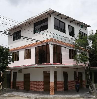 Casa Esquinera De 03 Pisos En Cali, Barrio Belalcazar