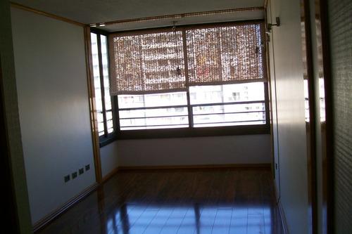Moderno Departamento En Sector Céntrico Cerca Metro.