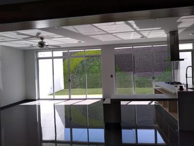 Hermosa Residencia, Colinas Del Cimatario, 4 Recamaras, 4.5 Baños, Roof, Jardín