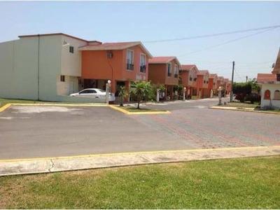 Casa Sola En Renta Conjunto Privado En Fracc. Laguna Real.