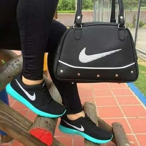 Combo Zapatos Y Bolso Nike Ropa y Accesorios en Mercado