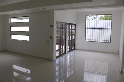 Vendo Casa Para Vivienda, Oficina O Local Comercial, En Av. Las Torres O Av. Cancún