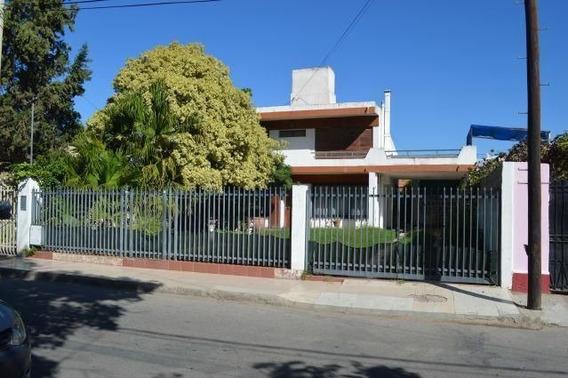 Vende Casa De Tres Dormitorios Barrio Residencial, La Rioja