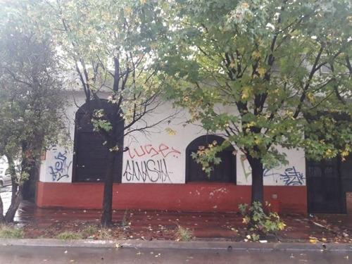 Imagen 1 de 4 de Local   Gaceta De Bs As Al 3700