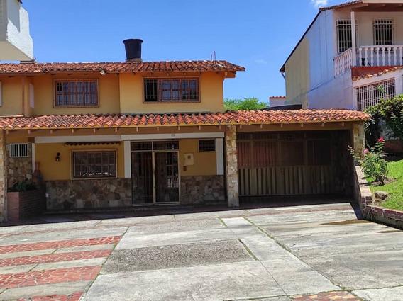Casa En Alquiler - Urbanización Oriental - Pirineos.