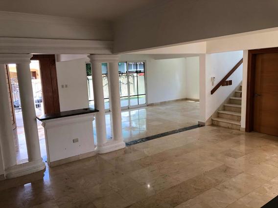 Casa De 2 Niveles En Residencial Cerrado En Alameda