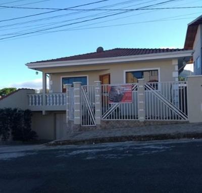 Casa Com 4 Quartos Para Comprar No Residencial São Bernardo Em Poços De Caldas/mg - 2965