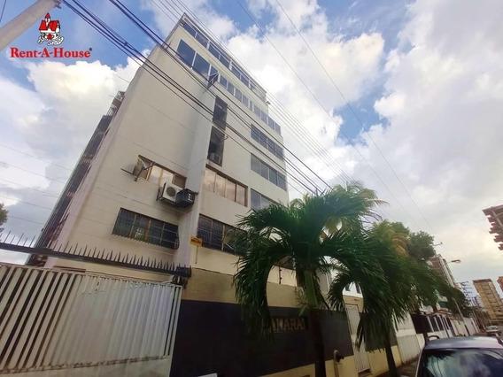 Apartamento En Venta El Bosque Amoblado Oim, 21-11398