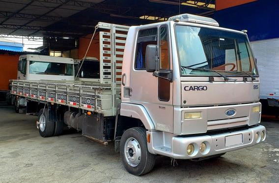 Ford Cargo 815e - 2010