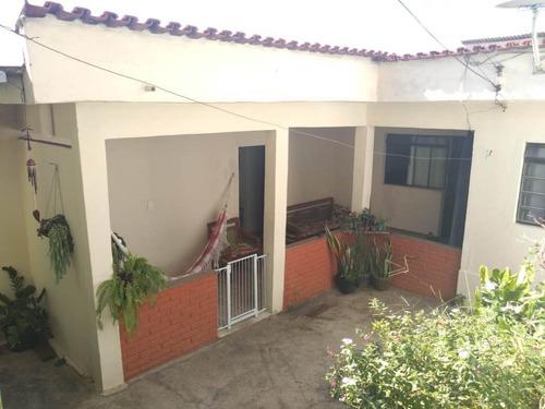 Lote De 360m², Composto De Duas Casas De Dois Quartos - Bhc1611