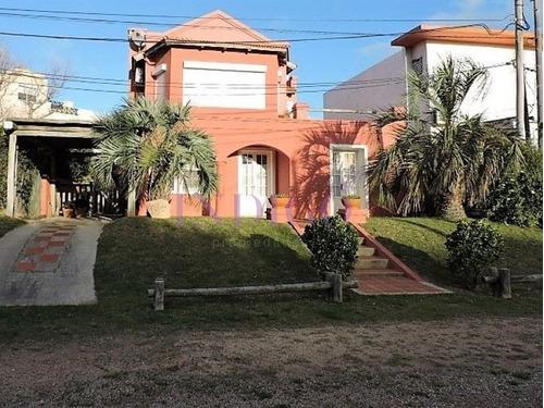 Casa En Alquiler En Plena Barra, 3 Dormitorios Mas Dependencia De Servicio-- Ref: 148
