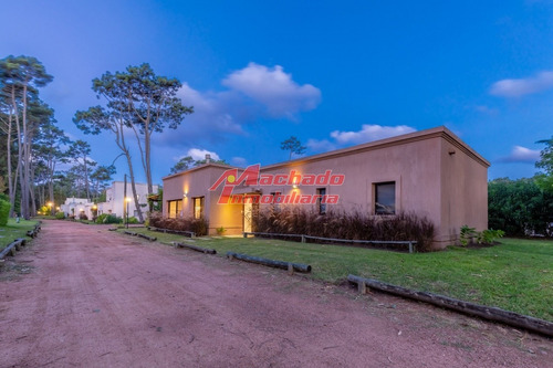 Financia Hermosa Casa En Barrio Privado - Ref: 5668