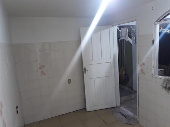 Casa Para Alugar, Bem Localizada No Pinheirinho