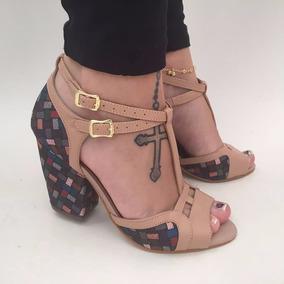 421127f0a7 Sandalias Tiras E Salto Grosso - Outros Sapatos no Mercado Livre Brasil