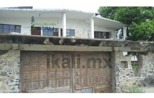 Venta Casa 5 Habitaciones Col. Ruiz Cortinez Tuxpan Veracruz. Ubicado En Av. Cuahutemoc, La Casa Consta De 2 Plantas, En Planta Baja Cuenta Con Sala, Comedor, Cocina, Área De Lavado En La Parte Trase