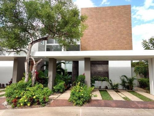 Casa En Venta En Privada Altozano Cerca Del Country Club En Mérida,yucatán