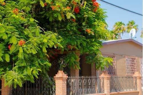 Casa De Los Mangos