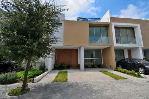 Casa Con Exclusivo Diseño, Muy Buenos Acabados Y 3 Niveles