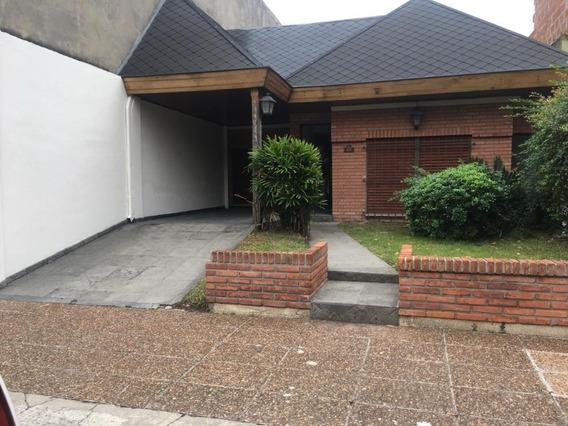 Alquiler Casa 3 Ambientes Con Patio Piletay Cochera Morón.