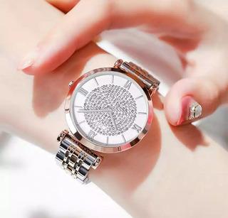 Reloj De Mujer Color Oro Rose Con Diamante En El Centro.