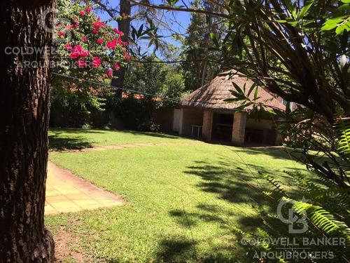 Casa De 3 Dormitorios Y Servicio En Alquiler En Cantegril