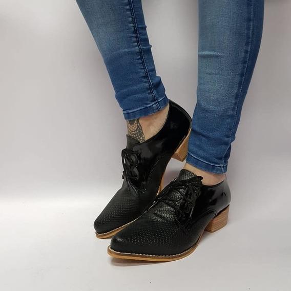 Zapato Bajo Acordonado Negro Croco Charol Stampa Woman