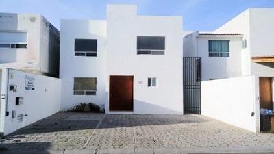 Muy Bonita Casa En Venta En Punta Juriquilla