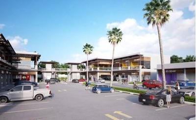 Renta De Locales Y Oficinas En Plaza Comercial De Puerto Cancún, Sobre Av. Bonampak