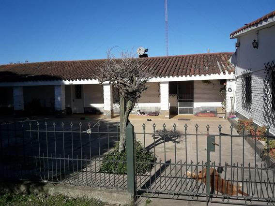 Casa De Campo Y Apto. Casero En Predio De 1 Hrea.