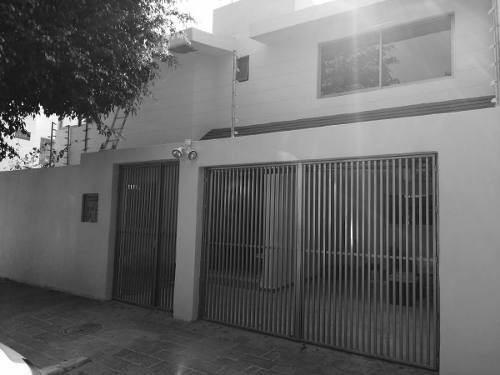Casa Remodelada En Venta, Col. Chapalita,
