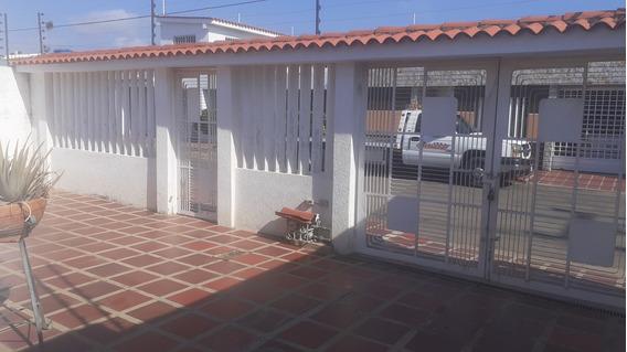 Alquilo Casa En Calle Cerrada Urb Mara Norte