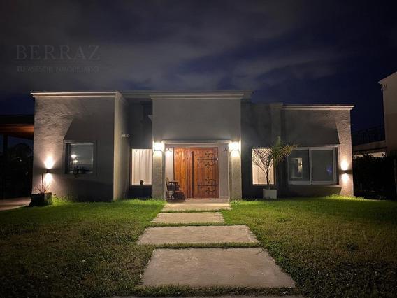 Casa En Venta Sobre Lote Central En Pilar Del Este