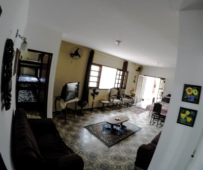 Linda Casa Em Peruibe 50mts Praia 30pessoas Perto De Tudo.