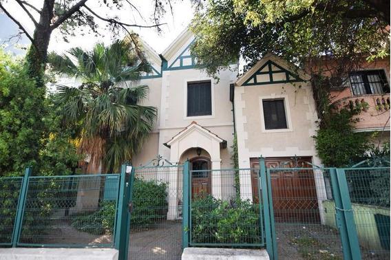 Hermosa Casa De Estilo Inglés - Cocheras - Playroom - Pequeño Jardín - Ambientes Amplios - Belgrano R