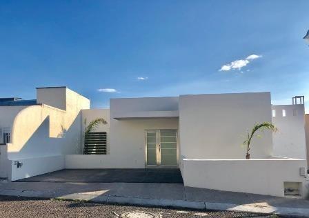 Casa En Renta, Privada Arboledas // Rcr190614-mg