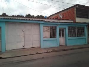 Casa En Venta Av Las Ferias Valencia Carabobo 20-4873 Rahv