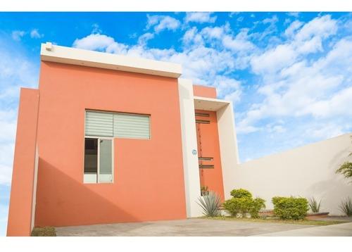Casa En Venta En Residencial Victoria, Colima