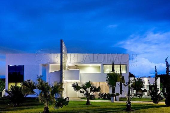 Casa De Alto Padrão, 800m² De Área Útil, 5 Suítes, Aceita Permuta, Aproveite A Oportunidade! - Villa66476