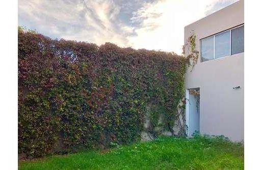 Casa En Lomas 4a Sección Con 4 Recamaras Y Jardín Grande. Calle Cañada Del Lobo, A Una Cuadra De Av. Himalaya.