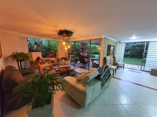 Imagen 1 de 14 de Casa Envigado Exclusivo Sector Benedictinos: Amplios Espacios Y Jardin