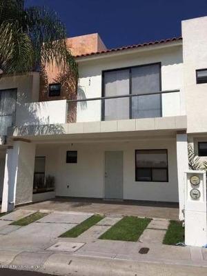 Casa En Renta En El Mirador, Queretaro, Rah-mx-18-1000