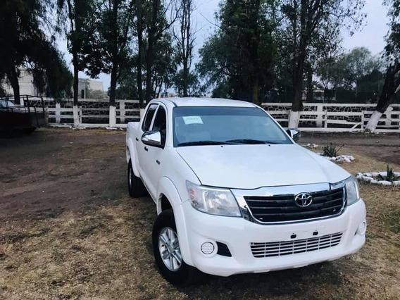 Toyota Hilux Doble Cabina 4 Puertas 2014