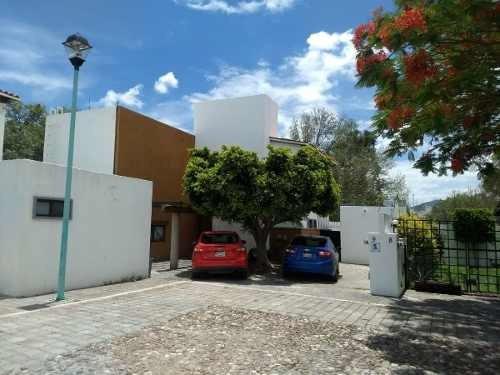 Excelente Residencia En Privada De 10 Casas En El Pueblito
