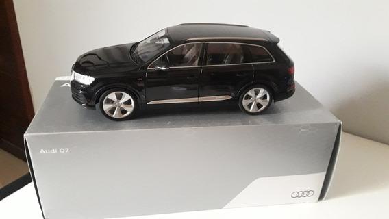 Audi Q7 2015 Preto 1/18