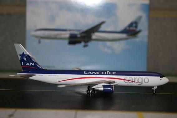 Maquete/miniatura Avião Boeing 767-300 Lan Cargo 1:400